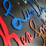 lettres en reliefs, lettres reliefs, lettres 3d, lettres découpées, découpage de lettre, découpe laser, découpe jet d'eau,