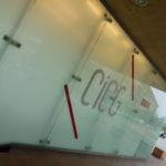 pochoir, lettrage, autocollant, lettres autocollantes, lettres adhésives, décoration de vitrine, impression numérique détourée, impression, print, stickers, signalétique, septième largeur